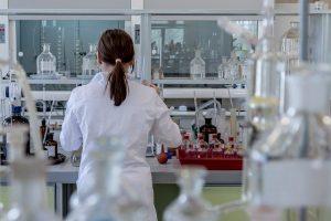 ציוד למעבדה של בדיקות קורונה בקנה מידה גדול מגיע מסין